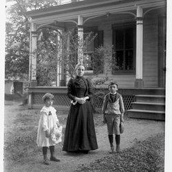 6 Nena Roscoe & children-1.jpg