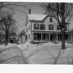 7 Teator House in Winter 1902-1.jpg